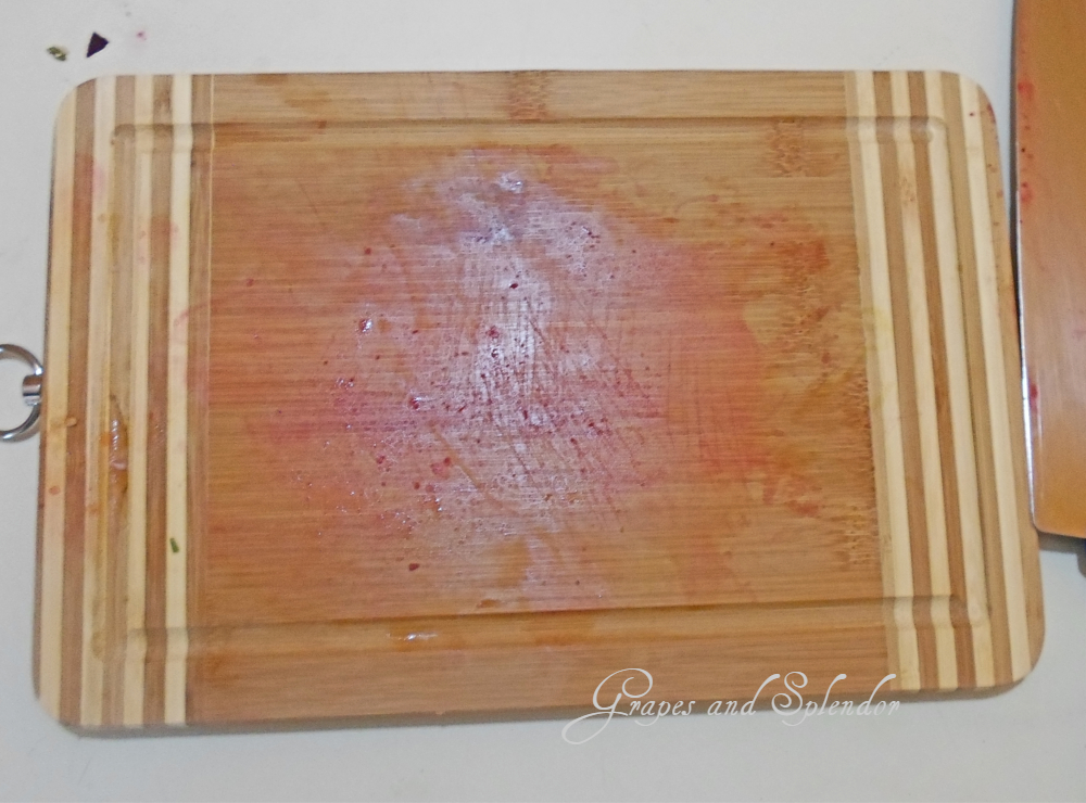 How to clean a wooden cutting board, cutting board cleaning cutting board made of wood, how to clean cutting board at home, the best way to clean a wooden cutting board